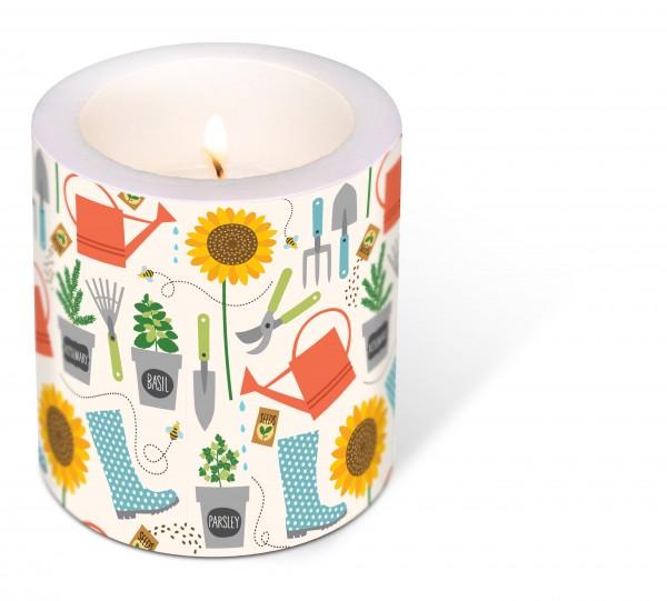 Kerze rund Gardening – Arbeiten im Garten Ø9cm, Höhe 10cm